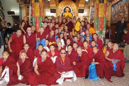 Фотографии Его Святейшества Далай-ламы с паломниками