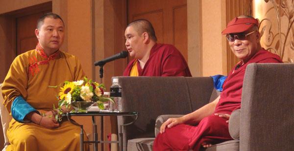 """Далай-лама призвал монгольские народы развивать в себе """"дух Чингисхана"""""""