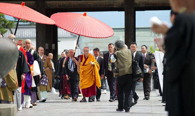 "Далай-лама посетил японский храм, где хранится ""ключ от рая"""