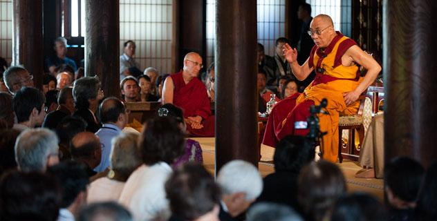 Далай-лама: Япония и Германия – страны, возродившиеся из пепла