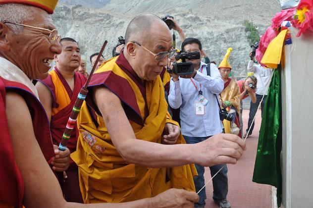 Его Святейшество Далай-лама освятил статую Майтреи в монастыре Дискет