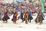 Выступление танцоров на церемонии освящения статуи Будды Майтреи в монстыре Дискет.