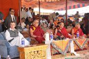 Главный министр штата Джаму и Кашмир Омар Абдулла, Его Святейшества Далай-лама, Ганден трипа (глава школы Гелуг) и Тиксе Ринпоче на церемонии освящения Будды Майтреи. 25 июля 2010.