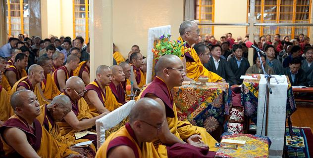 Далай-лама  молится о погибших от пожаров в России и наводнений в Пакистане и Индии