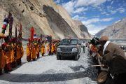 Его Святейшество Далай-лама прибывает в монастырь Яма Гонпо, Ладак. 23 июля 2010