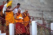 Его Святейшество Далай-лама с настоятелям монастыря Дискет Тиксе Ринпоче. 25 июля 2010