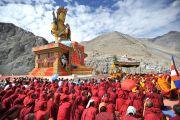 Его Святейшество Далай-лама освящает статую Будды Майтреи в монастыре Дискет в долине Нубра. 25 июля 2010