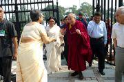 Его Святейшество прибывает в Делийский университет. 9 августа 2010