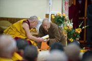 Его Святейшество с Дагпо Ринпоче во время учений в монастыре Дагпо Шедрублинг в Каисе, неподалеку от Манали, 17 августа 2010.