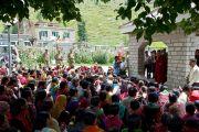 Верующие приветствуют Далай-ламу в Сиссу, где он остановился по дороге в Джиспу, 18 августа 2010