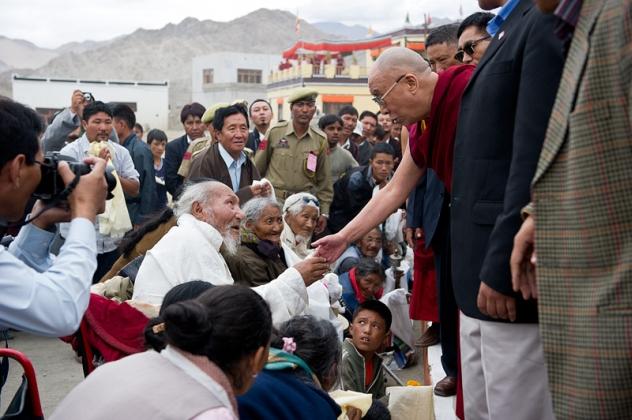 Его Святейшество Далай-лама обратился со словами утешения к жертвам наводнения в Ладаке