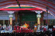 Его Святейшество Далай-лама выступает с приветственным адресом по случаю 50-й годовщины начала демократизации тибетского сообщества. 2 сентября 2010, Билакуппе, штат Карнатака, Индия.