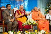 Его Святейшество Далай-лама отвечает на вопросы аудитории на 33-м Всемирном Конгрессе Международной Ассоциации за свободу вероисповедания в  Catholic Renewal Center в Кочи, штат Керала, 4 сентября 2010