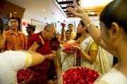 Приветствие Его Святейшества Далай-ламы по прибытию в Кочи, штат Керала, 4 сентября 2010