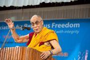Его Святейшество Далай-лама выступает с докладом на 33-м Всемирном Конгрессе Международной Ассоциации за свободу вероисповедания в  Catholic Renewal Center в Кочи, штат Керала, 4 сентября 2010
