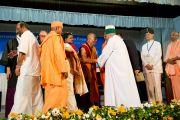 Его Святейшество Далай-лама приветствует делегатов 33-го Всемирного Конгресса Международной Ассоциации за свободу вероисповедания в  Catholic Renewal Center в Кочи, штат Керала, 4 сентября 2010