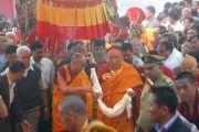 Далай-лама прибывает в монастырь Дорзонг Тубтен Донгак Рабгьял Чолинг для проведения церемонии освящения 12 сентября 2010. Фото: Абхишек Мадхукар