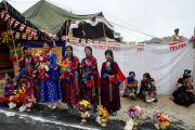 Ладакцы готовятся встречать Его Святейшество Далай-ламу в в Ламдонской школе в Лехе, Ладак. 13 сентября 2010