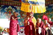 Его Святейшество Далай-лама выступает с публичной лекцией перед жителями Бодх Кхарбо, Ладак, Индия, 16 сентября 2010 г.