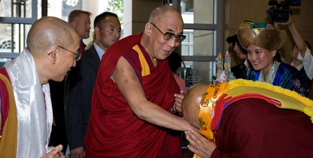 Далай-лама прибыл в Калифорнию