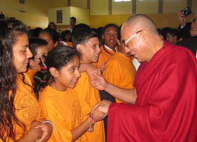 Далай-лама рассказал американским школьникам о «слушании, размышлении и медитации»