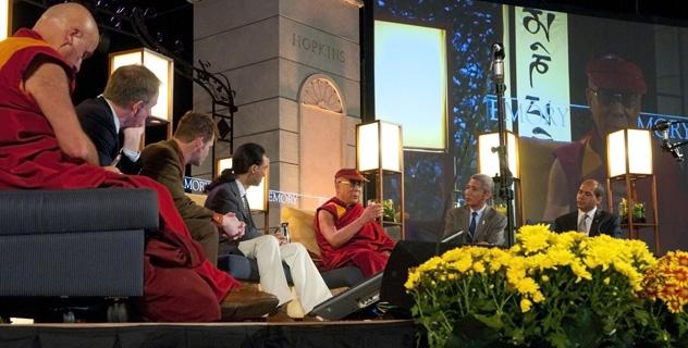 Далай-лама принял участие в конференции по эмпатии и состраданию в университете Эмори