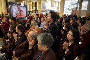 Тайваньские буддисты слушают учения Далай-ламы в Дхарамсале по тексту Нагарджуны «Основополагающая мудрость Срединного пути» (ума цавай шераб), Атиши «Светоч на Пути к Пробуждению» (джангчуб лабдрон), тексту Чже Цонкапы «Восхваление взаимозависимого возникновения» (тендрел топа) и Чже Цонкапы «Краткое изложение этапов Пути к Пробуждению» (ламрим дудон). 5 октября 2010