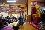 Далай-лама читает вступительные молитвы перед вторым днем учений для тайваньских буддистов.  5 октября 2010