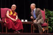 Далай-лама во время лекции в Стэнфордском университете, 14 октября 2010 г.