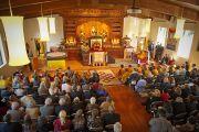 Его Святейшество Далай-лама во время церемонии освящения нового храма монастыря Дрепунг Лоселинг в Атланте, 16 октября 2010 г.