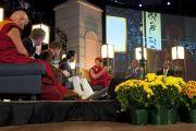 Его Святейшество Далай-лама на конференции «Определение статуса текущих исследований и новых направлений» в университете Эмори 18 октября 2010 г.