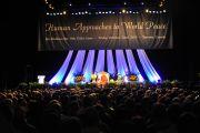 На лекции Далай-ламы в Торонто, 22 октября 2010 г.