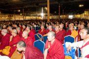 Члены тибетской общины Торонто слушают обращение Далай-ламы, 23 сентября 2010 г.
