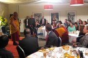 Его Святейшество Далай-лама на торжественном обеде в честь дилога и примирения между тибетской и китайской общинами Торонто, 24 октября 2010 г.