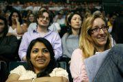 На лекции «Поиски счастья в трудные времена» в университете Майами, 26 октября 2010 г.