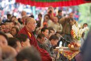 Далай-лама обращается с речью у частникам торжественной церемонии празднования 50-летия Тибетской детской деревни, Дхарамсала, 30 октября 2010 г.