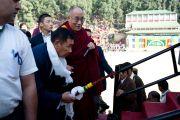 Далай-лама и директор Тибетской детской деревни Пунцок Намгьял, Дхарамсала, 30 октября 2010 г.