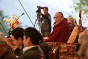 Далай-лама смотрит представление в честь 50-летия Тибетской детской деревни, Дхарамсала, 30 октября 2010 г.
