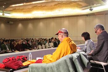 Далай-лама дал учения по основным понятиям буддизма