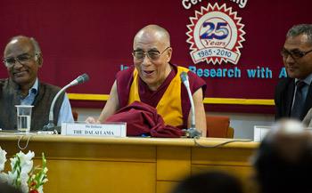 Далай-лама призвал к разоружению во имя всеобщего мира на Земле