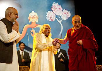 Йогические и буддийские техники тренировки ума и развития сострадания. Беседа Далай-ламы с Б.К.С.Айенгаром