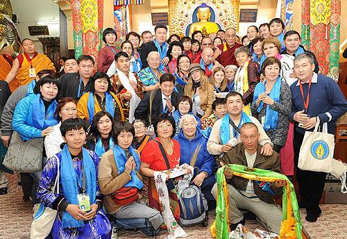Бурятские буддисты отправились к Далай-ламе