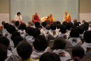 Его Святейшество Далай-лама выступает перед группой корейцев в Наре, Япония. 8 ноября 2010