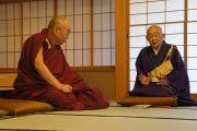 Его Святейшество Далай-лама с настоятелем храма Тодайджи. 8 ноября 2010.