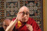 Далай-лама во время беседы о вопросах мозга и ума. Ниихама, 9 ноября 2010 г.