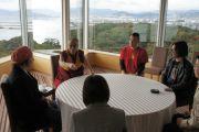 Его Святейшество Далай-лама встречается с японскими музыкантами. Хиросима, 15 ноября 2010 г.