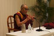 Его Святейшество Далай-лама на встрече с японскими журналистами. Хиросима, 15 ноября 2010 г.