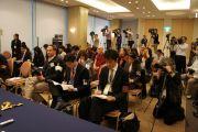 На пресс-конференции. Японские журналисты внимательно слушают Далай-ламу. Хиросима, 15 ноября 2010 г.