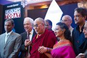 Далай-лама и другие лауреаты международной премии имени матери Терезы. Нью-Дели, Индия, 18 ноября 2010 г.