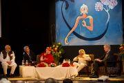 Далай-лама, Абдул Калам, профессор Вольф Зингер на XXII конференции под эгидой «Ум и жизнь» по теме «Наука о созерцании: научное исследование воздействия результатов созерцательных практик на биологию и поведение человека». Нью-Дели, 20 ноября 2010 г. Фото: Тензин Чойджор, ОЕСДЛ